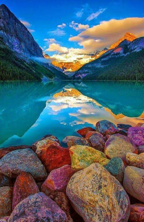 colorful_rocks_and_mountain_lake